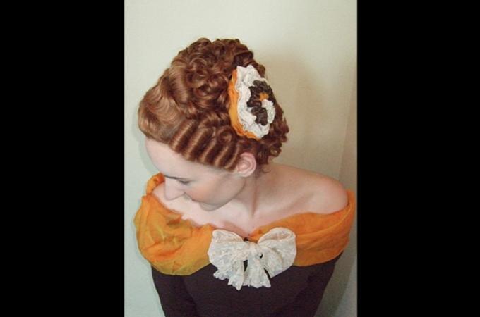 Damenperücke & historisches Make-Up