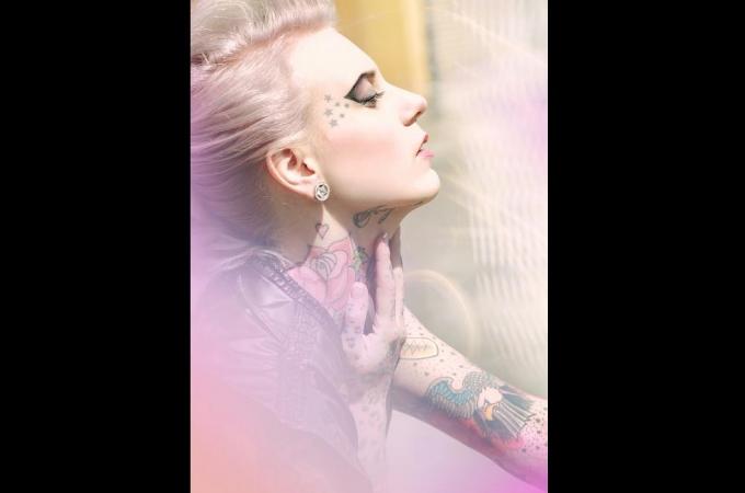hair & makeup: promakeupart, dress: Tian van Tastique, photo: Marina Radon