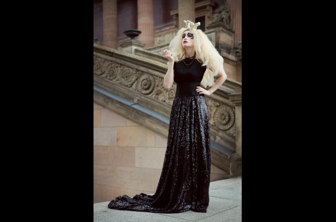 hair, makeup & haircrowns: promakeupart, photo: Lynn Theisen, dress: Kauffeld & Jahn Couture