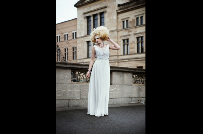 hair, makeup & haircrowns: promakeupart, photo: Lynn Theisen, dress: Reinberger Couture